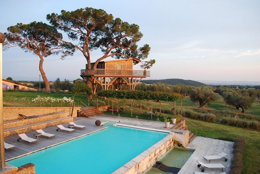 cozy vibe travel treehouses