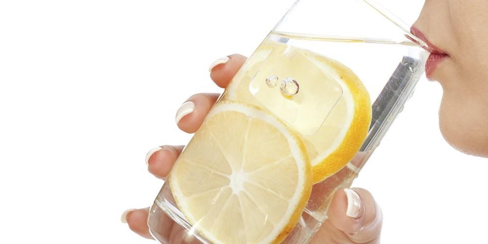 Δώστε γεύση στο νερό σας με 4 healthy τρόπους!