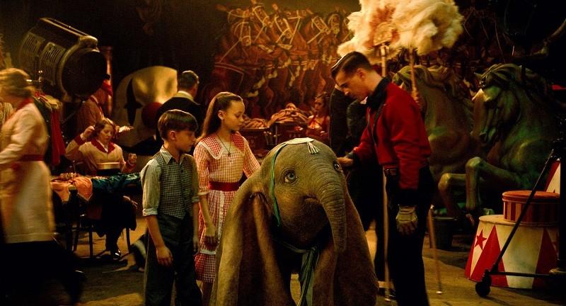 23cfb8e0fdc Το πιο αγαπημένο ελεφαντάκι στον κόσμο και μία από τις πιο αγαπημένες  ταινίες κινουμένων σχεδίων, που έχει φέρει δάκρυα στα μάτια χιλιάδων  ανθρώπων, ...