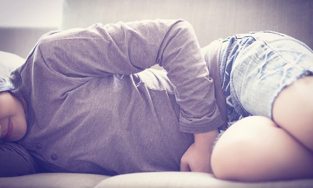 3 tips για να μην πονάτε τόσο τις δύσκολες μέρες του μήνα