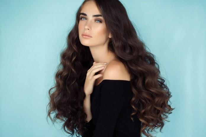 Σγουρά, εντυπωσιακά μαλλιά χωρίς θερμότητα