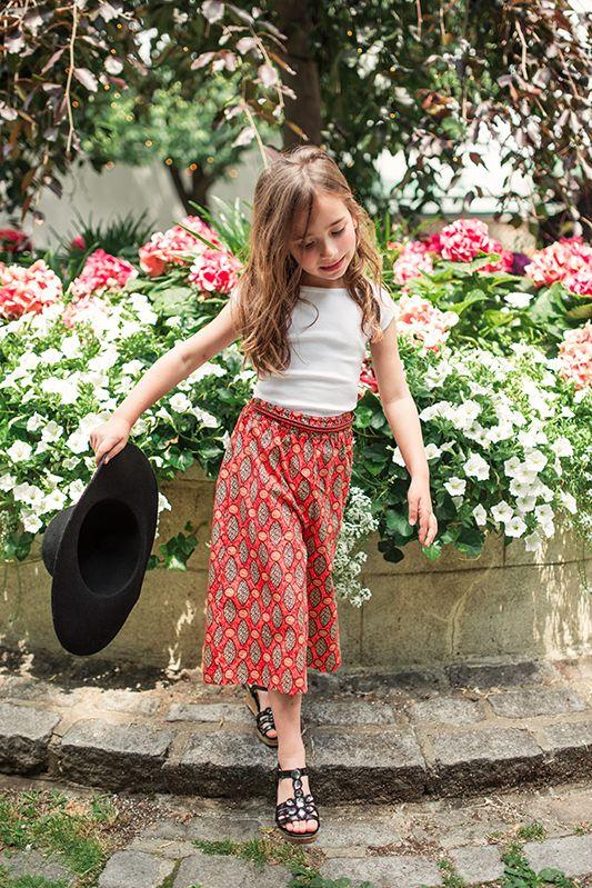 1beb92c7c60 Τα ethnic μοτίβα και σχέδια κυριαρχούν στην κοριτσίστικη παιδική μόδα για  την άνοιξη και το καλοκαίρι της φετινής χρονιάς. Διαφορετικά και πολύ  ενδιαφέροντα ...