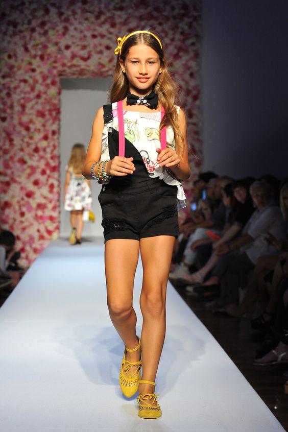 8e3da5bcf38 Από τη λίστα με τα ανοιξιάτικα trends για τα κοριτσίστικα ρούχα δεν θα  μπορούσαν να λείπουν φυσικά οι σαλοπέτες. Stylish και όμορφες, υφασμάτινες  ή denim, ...