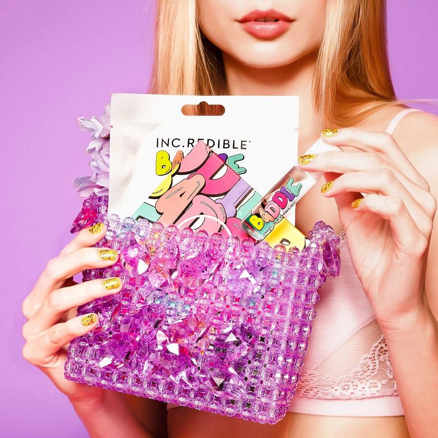 Η Baddie Winkle κυκλοφορεί μία πολύχρωμη beauty συλλογή