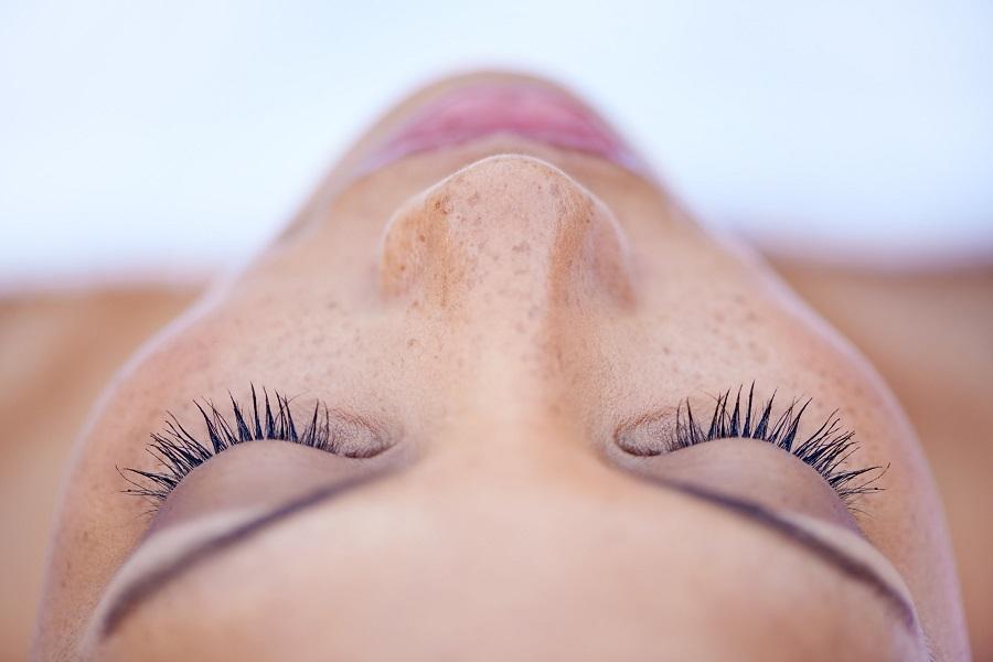 Αποκτήστε εντυπωσιακές και πυκνές βλεφαρίδες με 3 beauty tips