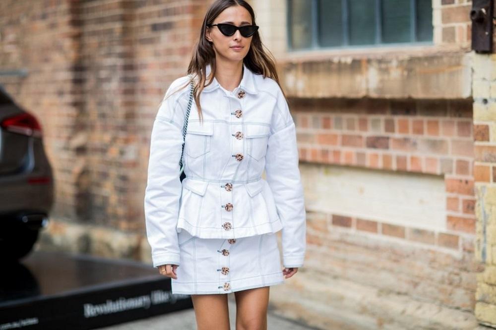 Πώς να κάνετε ακόμη πιο fashion hot το denim look