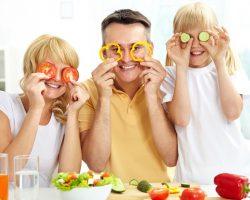 Πώς θα καταφέρετε το παιδί σας να φάει φρούτα