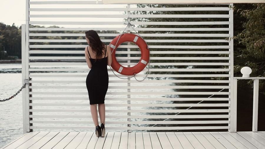 3 ευρηματικοί τρόποι για να φορέσετε το μαύρο φόρεμα