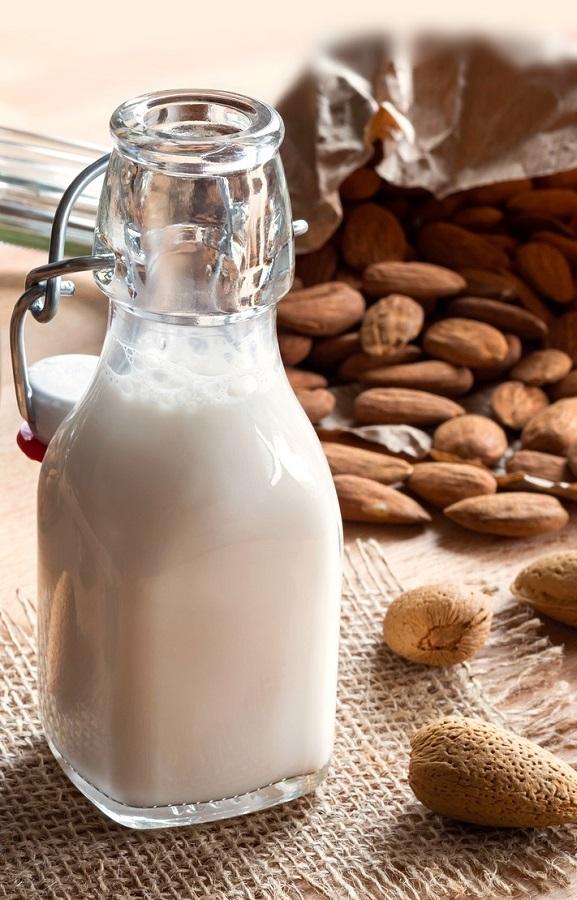 5 λόγοι που το γάλα αμυγδάλου μας κάνει καλό