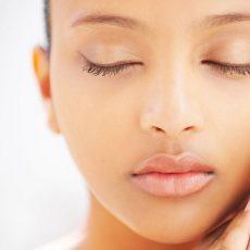 Beauty tips για τα κουρασμένα μάτια