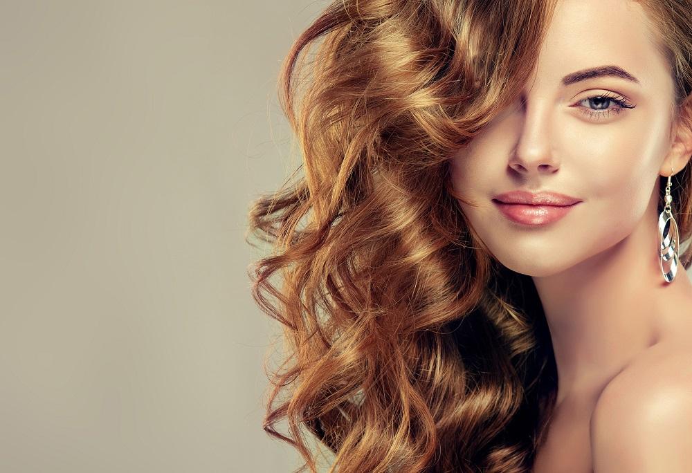 Μικρές συνήθειες για λαμπερά μαλλιά