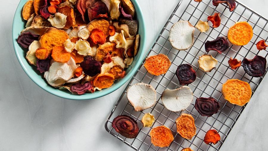 Η πιο εύκολη συνταγή για νόστιμα τσιπς λαχανικών