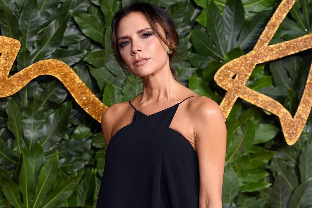Έτοιμη να κατακτήσει και τον beauty κόσμο η Victoria Beckham