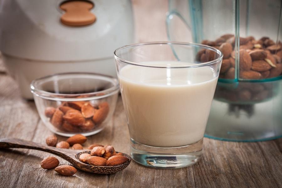 Το υγιεινό και νόστιμο γάλα αμυγδάλου