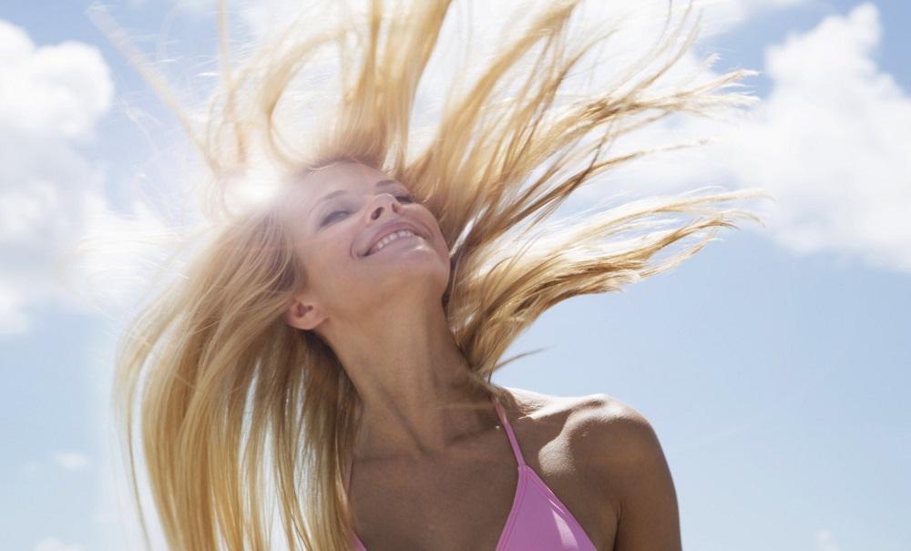 Πώς θα προστατέψετε τα μαλλιά σας το καλοκαίρι