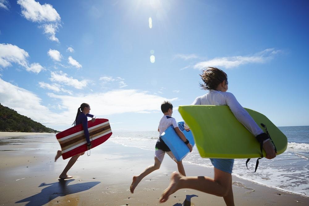 6 fun δραστηριότητες με τα παιδιά στην παραλία