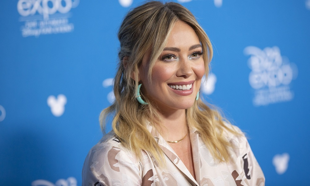 H Hilary Duff κυκλοφορεί τη δική της make up collection