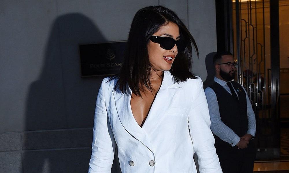 To mini tuxedo φόρεμα της Priyanka Chopra είναι η επόμενη hot τάση;