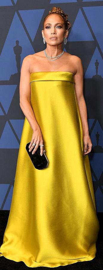 H εντυπωσιακή εμφάνιση της J.Lo στα Governors Awards