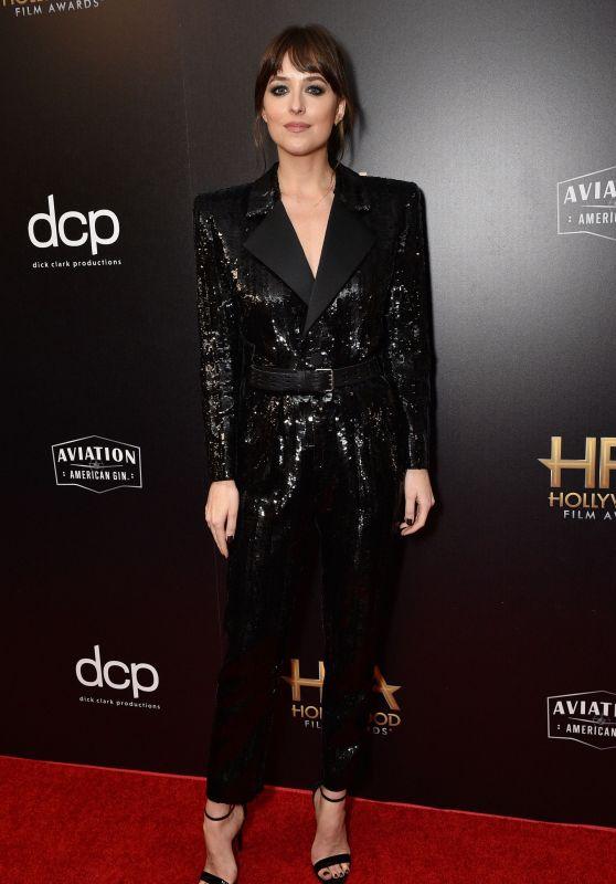 H υπέρλαμπρη εμφάνιση της Dakota Johnson στα HFA 2019