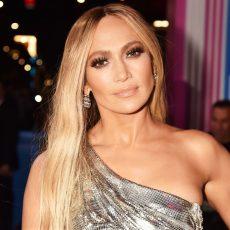 Το νέο hot bob της Jennifer Lopez