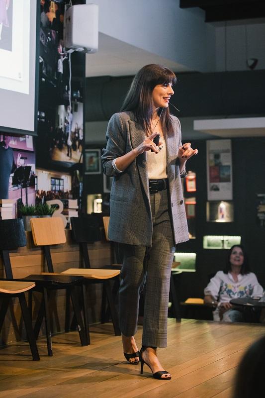 Η Κατερίνα Γιαννακάκη ξέρει πώς μπορούμε να γίνουμε η καλύτερη εκδοχή του εαυτού μας