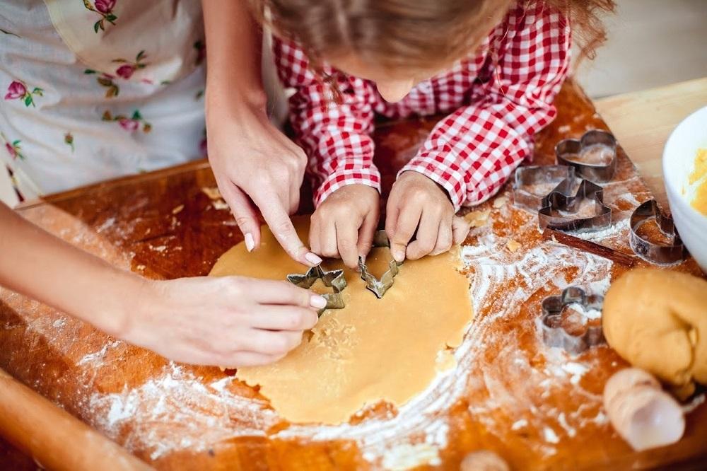 4 λόγοι που τα παιδιά πρέπει να αγαπήσουν τη μαγειρική