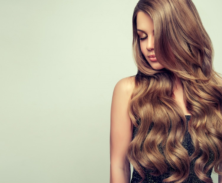 4+1 tips για πιο πυκνά μαλλιά στο λεπτό