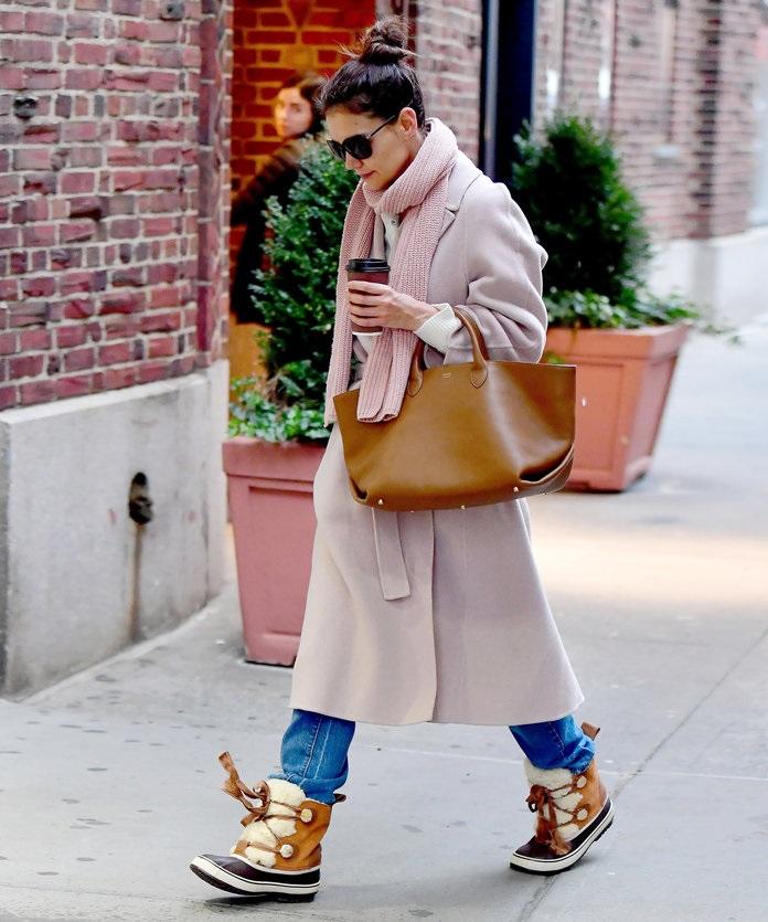 Οι winter μπότες της Katie Holmes που λατρέψαμε