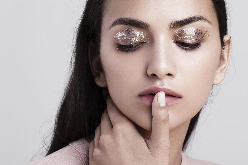 Λαμπερό μακιγιάζ για την Νύχτα της Πρωτοχρονιάς