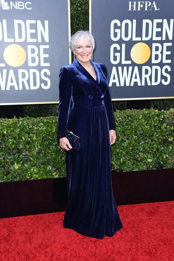 3+1 λόγοι που λατρέψαμε το velvet φόρεμα της Glenn Close
