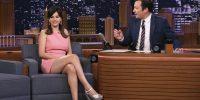 Η Selena Gomez εντυπωσίασε με το ροζ retro φόρεμά της