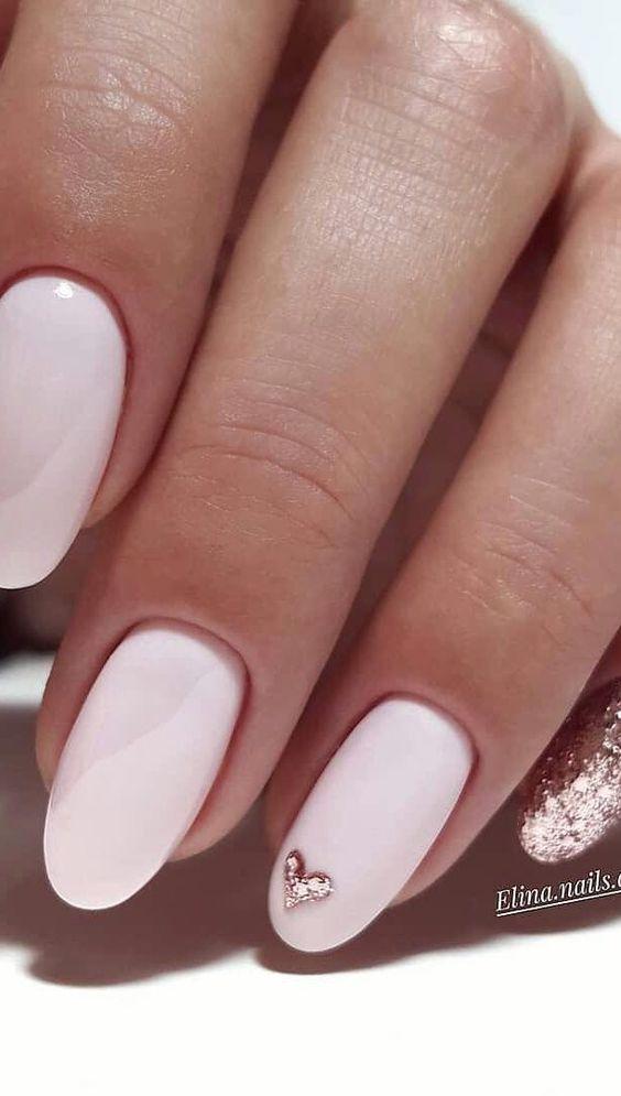 Τα milky νύχια είναι η νέα hot τάση της χρονιάς
