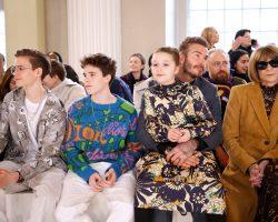 Η Harper Beckham φοράει το πρώτο custom-made φόρεμα που σχεδίασε η μαμά της