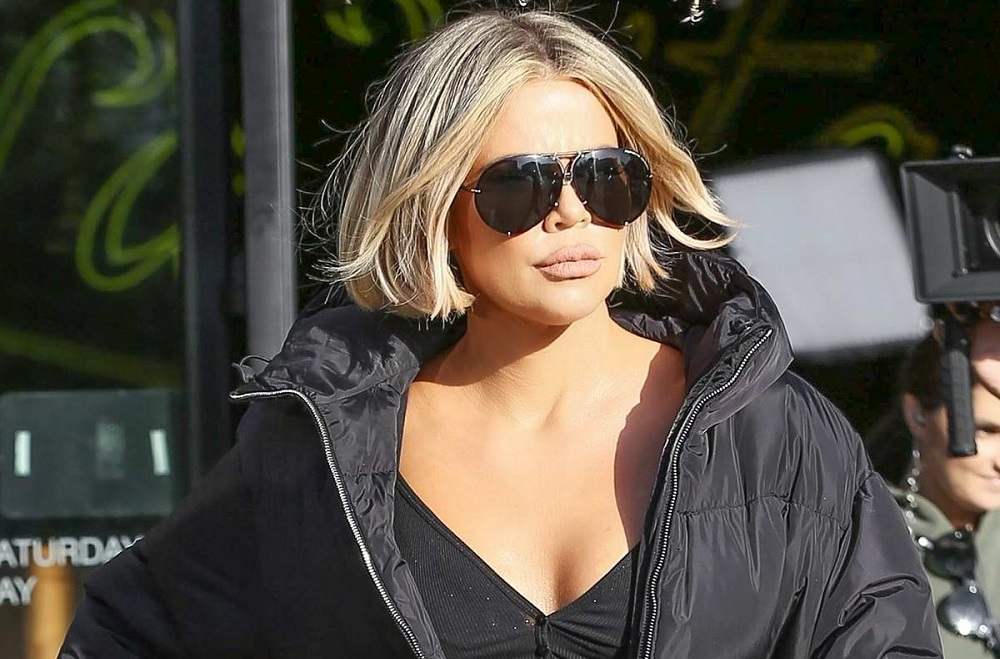 H Khloe Kardashian με ένα total black casual outfit