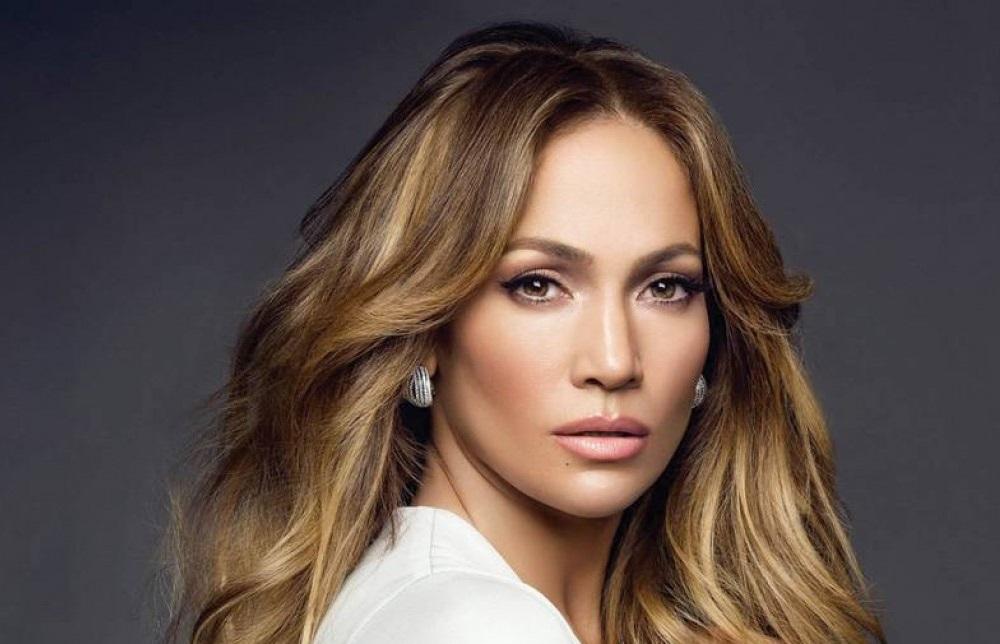 Η cool και ταυτόχρονα glam εμφάνιση της Jennifer Lopez