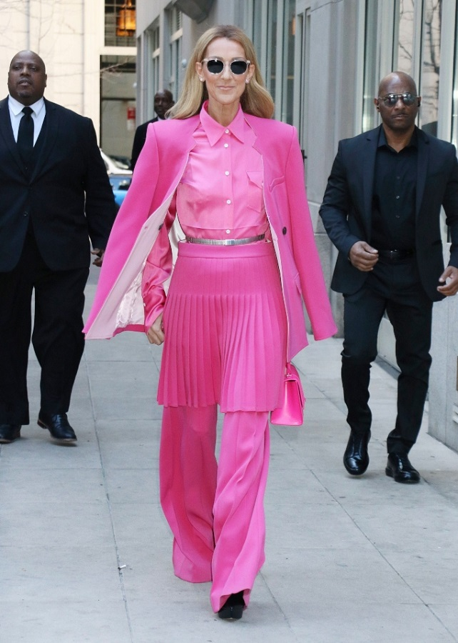 Το τολμηρό total pink look της Celine Dion