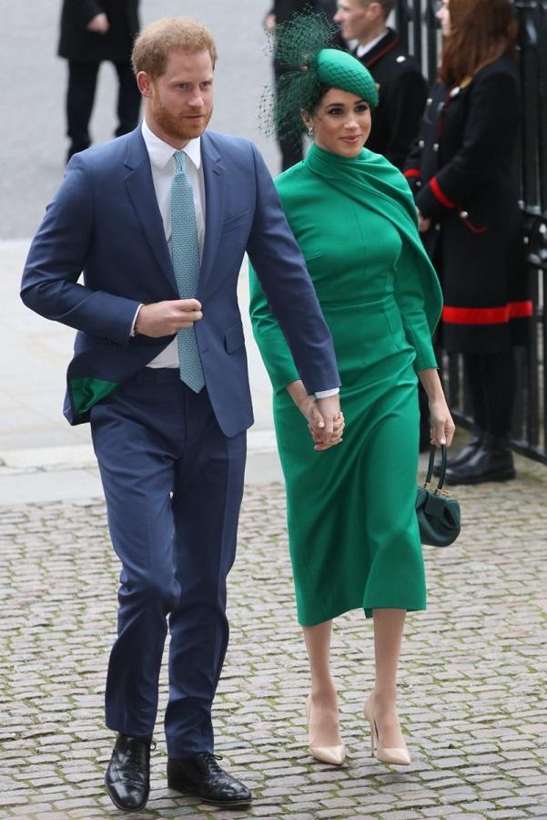 Η Δούκισσα του Σάσσεξ με σμαραγδί elegant φόρεμα