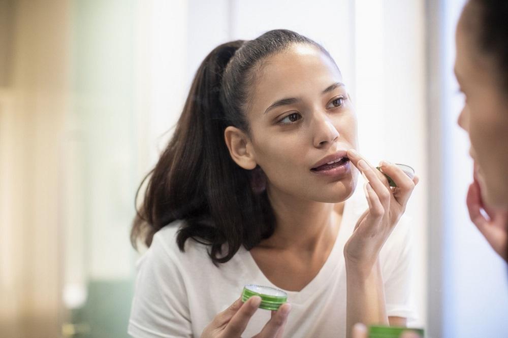 Diy: Φτιάξτε μόνες σας υπέροχα ενυδατικά balms για τα χείλη
