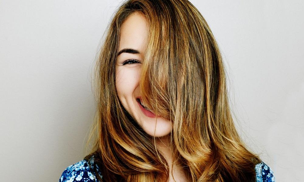 Περιποίηση μαλλιών στο σπίτι: Τι προτείνουν οι hair experts