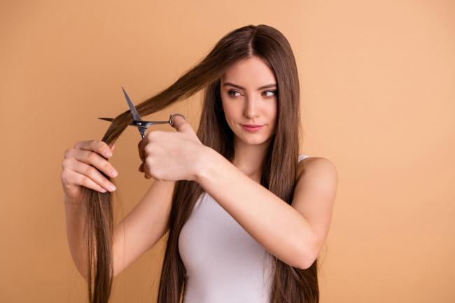 Μαλλιά και περιποίηση στο σπίτι: Τι προτείνουν οι hair experts