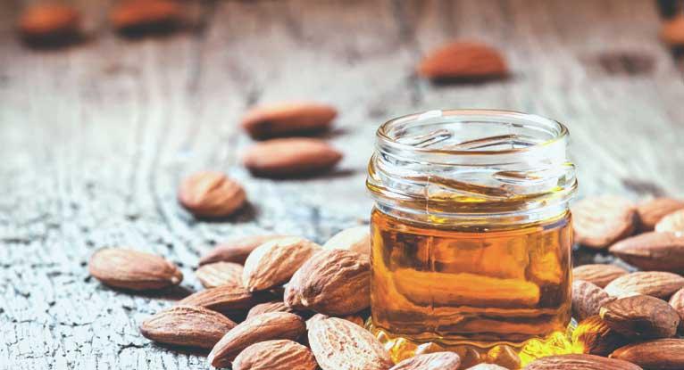 Diy: Σούπερ συνταγή ντεμακιγιάζ με αμυγδαλέλαιο