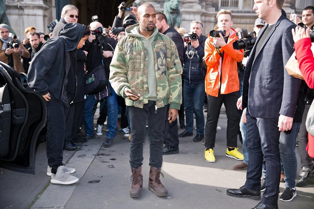 O Kanye West υπέγραψε με τηνGAP