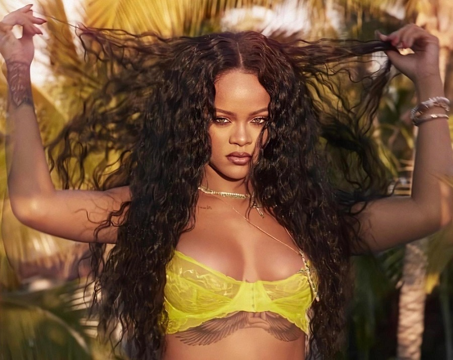 Oι σαγηνευτικές καμπύλες της Rihanna σε πρώτο πλάνο