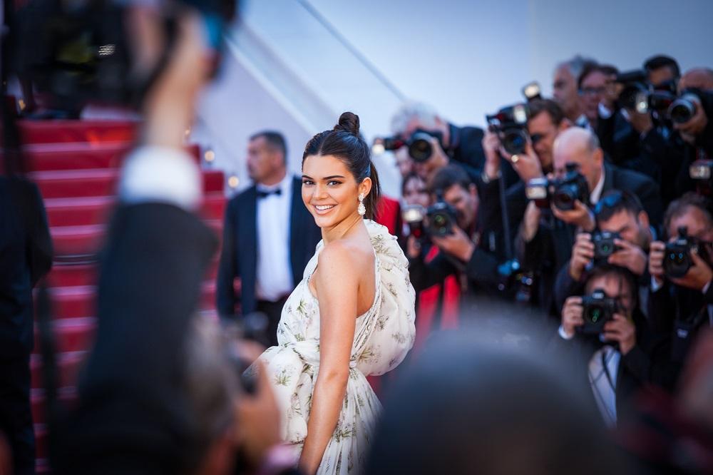 Η Kendall Jenner μας δείχνει το πιο summery φόρεμα για το καλοκαίρι