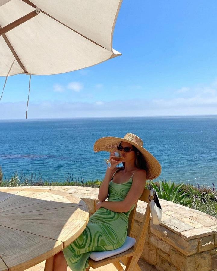 Η Kendall Jenner μας δείχνει ένα κουλ φόρεμα για το καλοκαίρι
