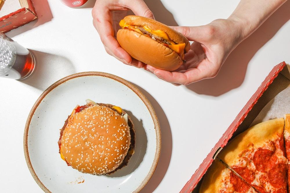 Γιατί μας αρέσει περισσότερο το ανθυγιεινό φαγητό;