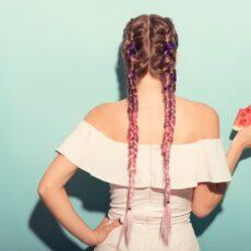 Τα salty braids είναι το hot hairstyle του καλοκαιριού