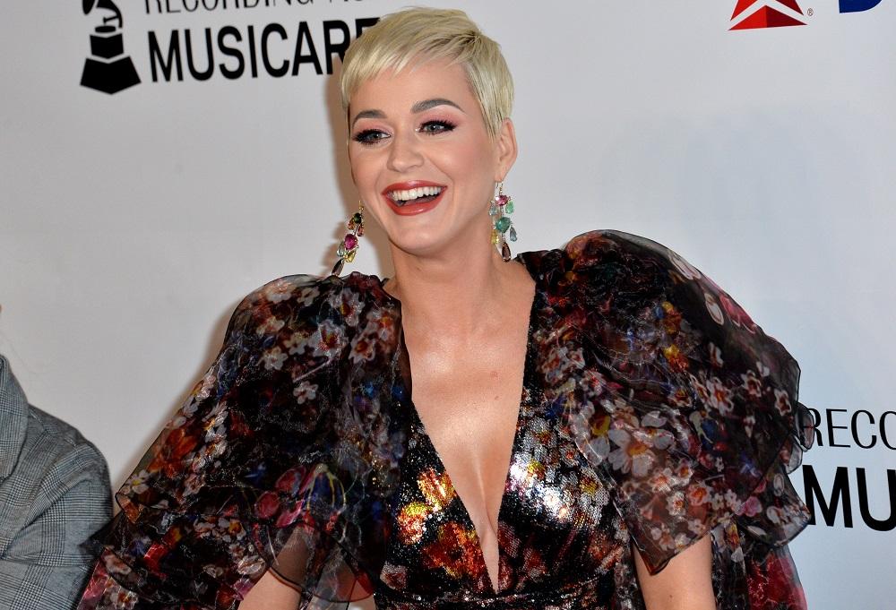 Η Katy Perry δείχνει ακομπλεξάριστη το σώμα της αμέσως μετά τη γέννα