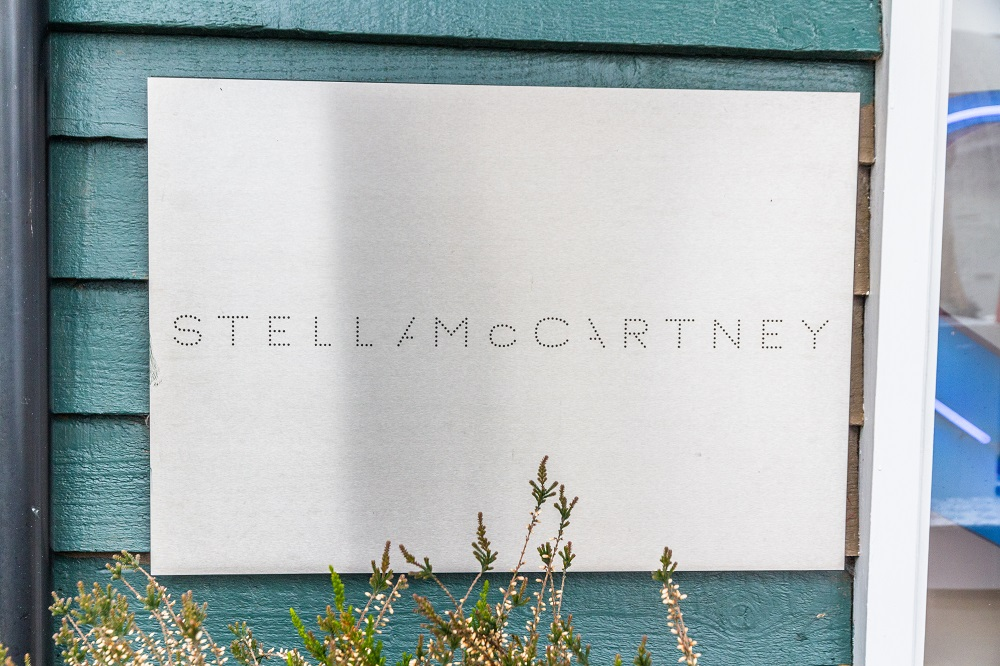 H Stella McCartney κυκλοφορεί την πρώτη της unisex συλλογή
